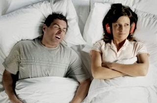 Из-за чего женщина не может спать