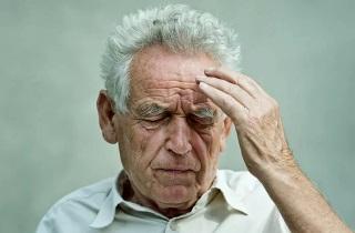 Почему пожилой человек много спит