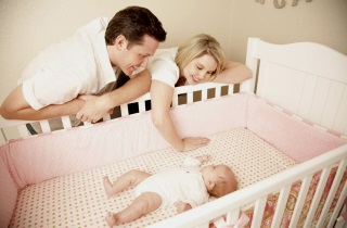 Каким образом уложить грудничка спать