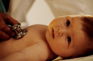 По какой причине новорожденный часто дышит во сне