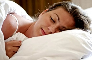 Можно ли беременным спать на животе