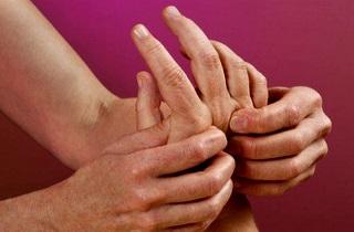 Как избавиться от онемения кистей рук по ночам
